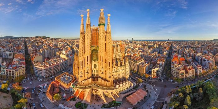 90-La-Sagrada-Familia-Barcelona-(1)