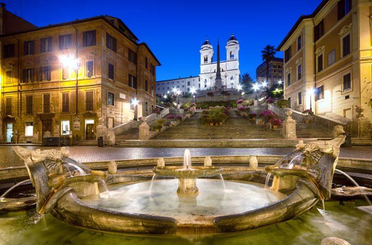 Spanish-square-at-night