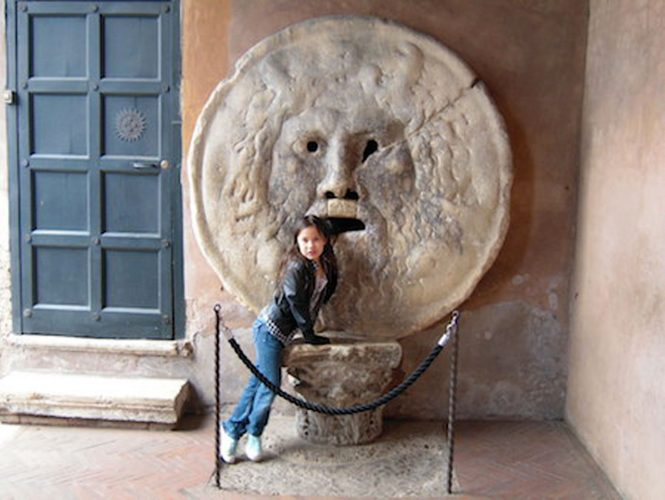 mouth-of-truth-with-kids-kids-rome-tour