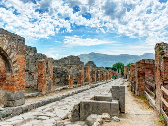 these-pictures-will-make-you-want-to-visit-pompeii-which-was-covered-under-a-layer-of-volcanic-ash-thousands-of-years-ago